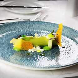 "Green peas ""cannelloni"" with green apple and salsify"
